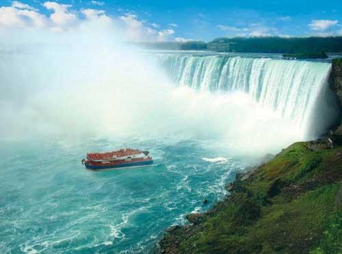 barca sul fiume Niagara