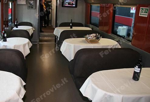 Foto carrozza ristorante treni Frecciarossa
