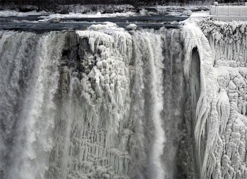 Foto cascate niagara ghiacciate