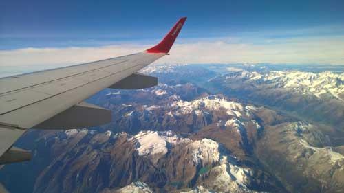 vista alpi dal finestrino aereo