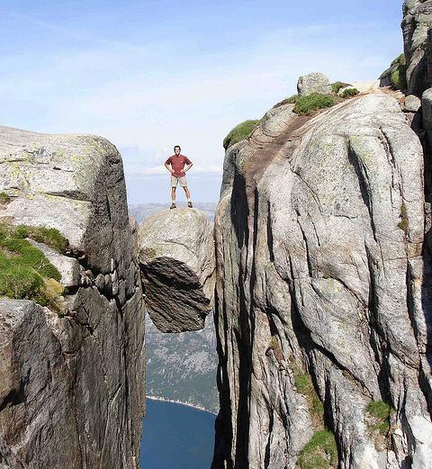 foto bullone Kjeragbolten Norvegia