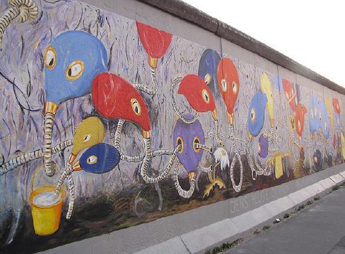 muro di Berlino dell'East Side Gallery