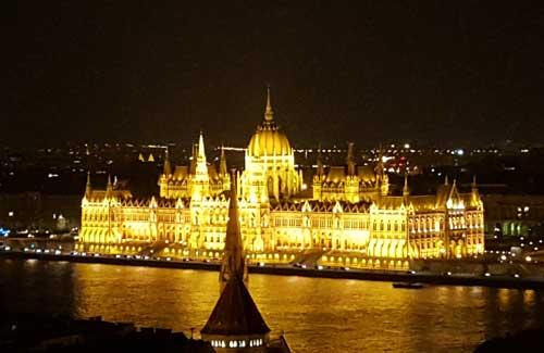 Parlamento di budapest foto mappa e informazioni for Votazioni parlamento oggi