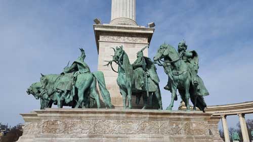 Foto capi tribu magiari a cavallo