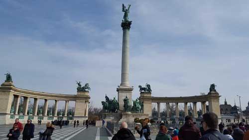 Foto frontale piazza degli eroi