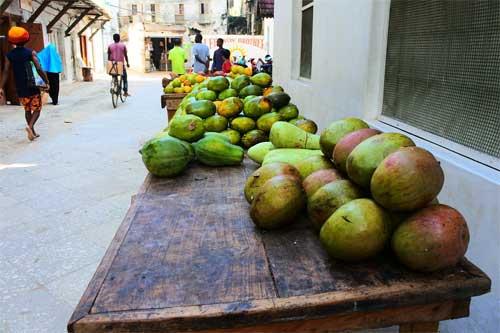 foto mercato frutta Zanzibar